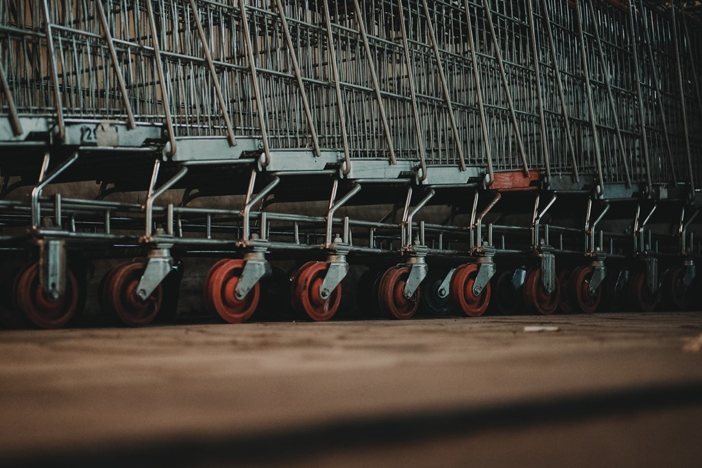 A picture of a row of shopping carts.